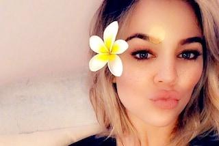 Khloe Kardashian rivela i suoi problemi con l'allattamento, i fan la ringraziano