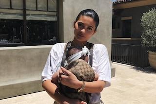 Kylie Jenner cancella le foto di Stormi da Instagram: ecco perché lo ha fatto