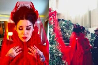 Tulle rosso e corna in stile diavolo: l'originale abito da sposa di Kat Von D