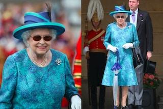 """Colori accesi e occhiali da sole tondi: Elisabetta II è una regina """"rock"""""""