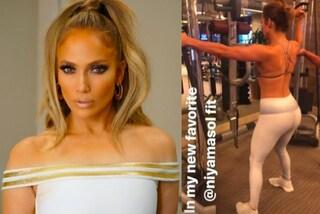 Jennifer Lopez in leggings e top sportivo: così si tiene in forma a 48 anni