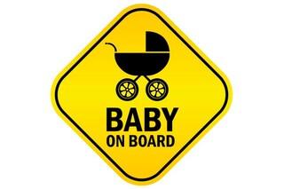 """Ecco qual è il vero scopo dell'adesivo """"Bimbo a bordo"""" utilizzato in auto dai genitori"""