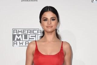 Selena Gomez non risponde agli attacchi: non ha bisogno di dimostrare che è bellissima