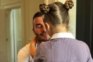 David Beckham papà amorevole: la foto dell'abbraccio con Harper commuove il web