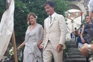 Irene Grandi sposa in grigio: sull'altare per la seconda volta con l'abito vintage