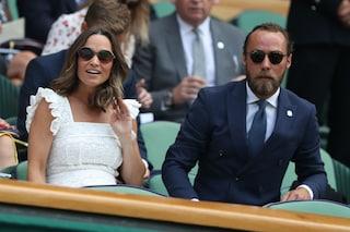 Pippa Middleton incinta in pizzo bianco: l'abito ampio maschera il pancione a Wimbledon