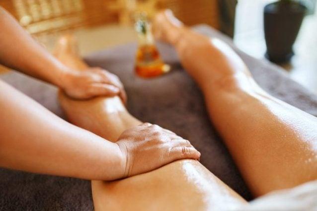 Massaggio anticellulite gambe