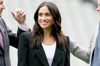 Meghan Markle è la prima della Royal Family ad aver indossato la t-shirt bianca