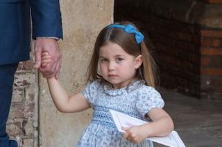 La principessa Charlotte come una star: ecco cosa dice ai fotografi al battesimo di Louis