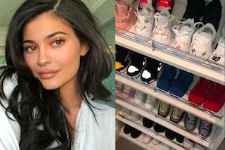 Kylie Jenner mostra le scarpe di Stormi: a 5 mesi ha una collezione da oltre 18mila euro