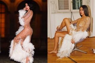 "Piume e trasparenze audaci: Dua Lipa ""imita"" il nude look di Gilda Ambrosio"