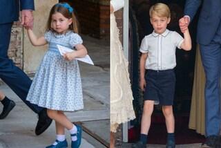 Charlotte imbronciata come George: i principini in blu per il battesimo del fratello Louis