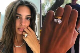 Emily Ratajkowski mostra l'anello di fidanzamento: lo ha disegnato con il marito