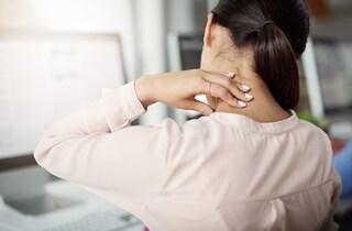 Torcicollo: cause, rimedi efficaci e i consigli per prevenirlo