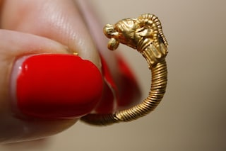 L'orecchino più antico al mondo: è in oro e risale a oltre 2mila anni fa