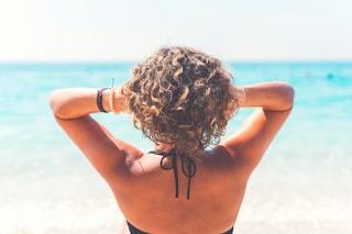 Capelli secchi e crespi d'estate: i consigli per averli lucidi e disciplinati