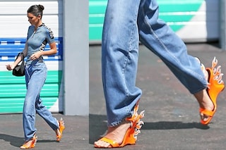 """Il nuovo oggetto del desiderio? I sandali """"infiammati"""" di Kendall Jenner"""