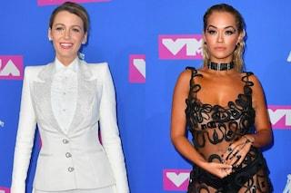 """Rita Ora senza reggiseno, Blake Lively """"monacale"""": i look delle star agli Mtv Vma's 2018"""