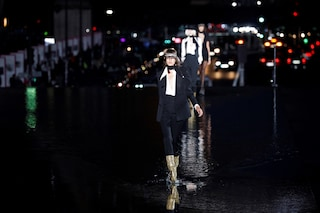 Saint Laurent: sfilata nell'acqua alla Fashion Week di Parigi