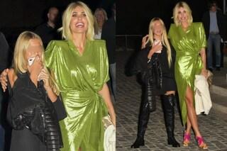 Ilary e Chanel al compleanno di Totti: la Blasi con le spalline, la figlia con gli stivali