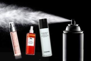 Cosa sono le face mist? Tutto quello che devi sapere sulle acque idratanti spray per il viso