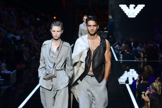 Milano Fashion Week: Emporio Armani, sfilata a Linate e concerto di Robbie Williams