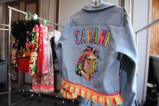 Perché il volto di Edinson Cavani è finito su una giacca di jeans alla Paris Fashion Week?