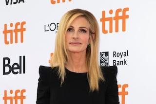 Biondissima e con capelli lisci, il nuovo look che abbaglia di Julia Roberts