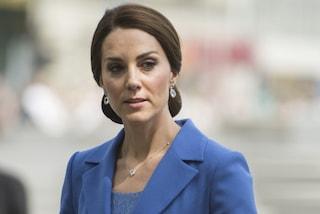 Kate Middleton ama il riciclo: alle nozze degli amici con lo stesso cappotto del 2017