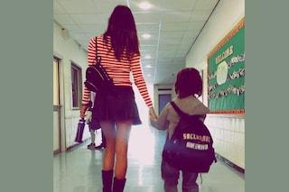 """Il look """"back to school"""" di Belén: così accompagna Santiago nel primo giorno di scuola"""