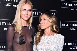 Sarah Jessica Parker e Chiara Ferragni insieme: sono le star della sfilata Intimissimi