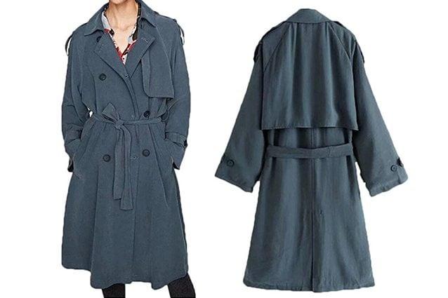 MODA uomo a figura intera indossa un cappotto scuro lungo
