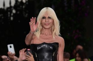 Versace venduta a Michael Kors: Donatella avrà ancora un ruolo in azienda