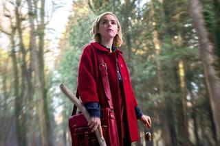 Addio abiti colorati e bon-ton: Sabrina (vita da strega) ora è dark