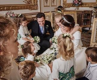 Eugenie di York circondata dalle damigelle: la dolce foto di ringraziamento dopo le nozze