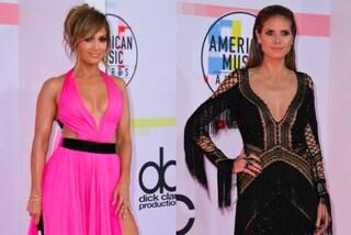 Heidi Klum e J.Lo le più sexy degli AMA's: sul red carpet spopolano le over 40