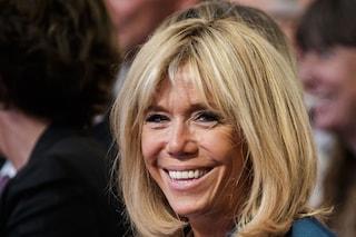 Brigitte Macron première dame rivoluzionaria: non camminerà più un passo dietro al marito