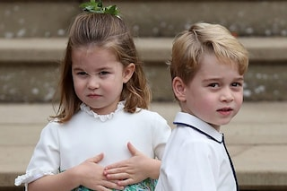 Charlotte e George protagonisti al matrimonio di Eugenie tra saluti reali, cadute e risate