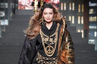 Moschino x H&M, la sfilata: in passerella Gigi Hadid e Naomi Campbell