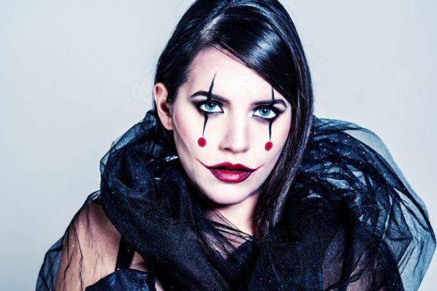 d2063d291ea5 di Redazione Donna. Halloween è l occasione giusta per sperimentare  travestimenti e make up  strega