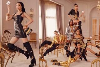 Abiti di pelle e giacche dorate: svelati i primi look della collezione Moschino x H&M