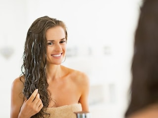 Bicarbonato al posto dello shampoo: il metodo che aiuta ad avere i capelli puliti a lungo