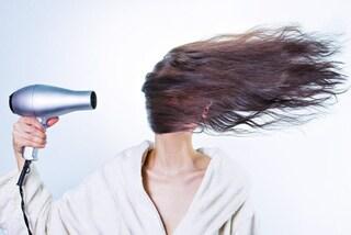 Dormire con il phon acceso: cosa sono i rumori bianchi contro l'insonnia