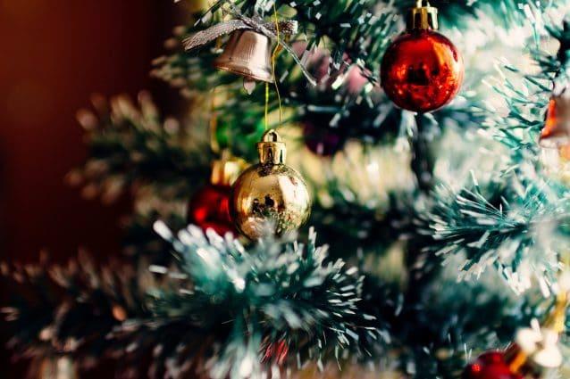 Albero Di Natale Petrolio.Come Addobbare L Albero Di Natale I Colori E Le Tendenze Del Natale