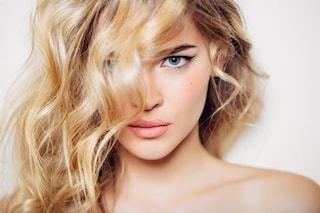 Decapaggio capelli: la tecnica giusta per rimediare a una tintura sbagliata