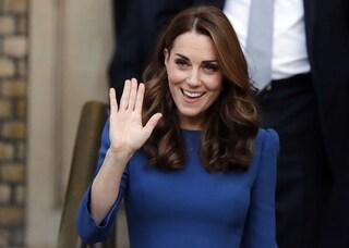 Dove finiscono gli abiti usati di Kate Middleton? Li passa alla mamma e alla sorella Pippa