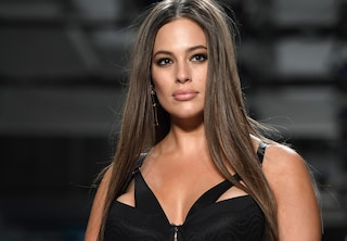 Sul corpo di Ashley Graham scompare la cellulite, anche la modella usa photoshop?