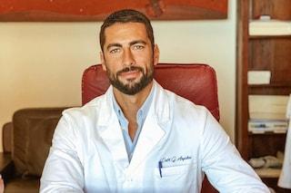 Occhi verdi e corpo da urlo: Giovanni Angiolini è il medico più bello d'Italia