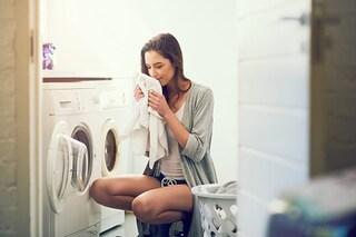 Bicarbonato per il bucato: come utilizzarlo per deodorare, sbiancare e smacchiare i capi