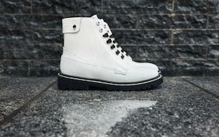 Arrivano gli stivali che si riscaldano da soli: le scarpe anti-freddo di Jimmy Choo